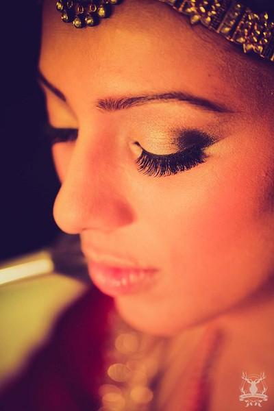 Bridal Eye makeup for wedding with golden newellery