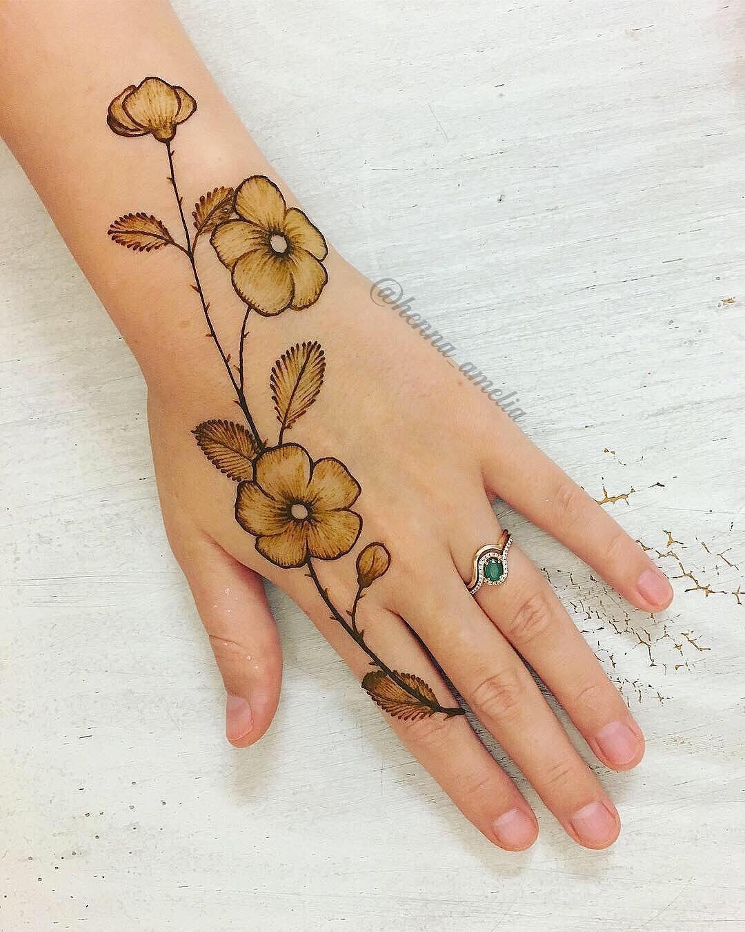 Painted flowers mehndi design