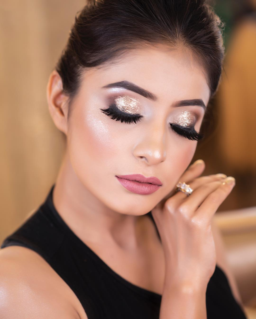 classic golden eye look by Simmy Makeup
