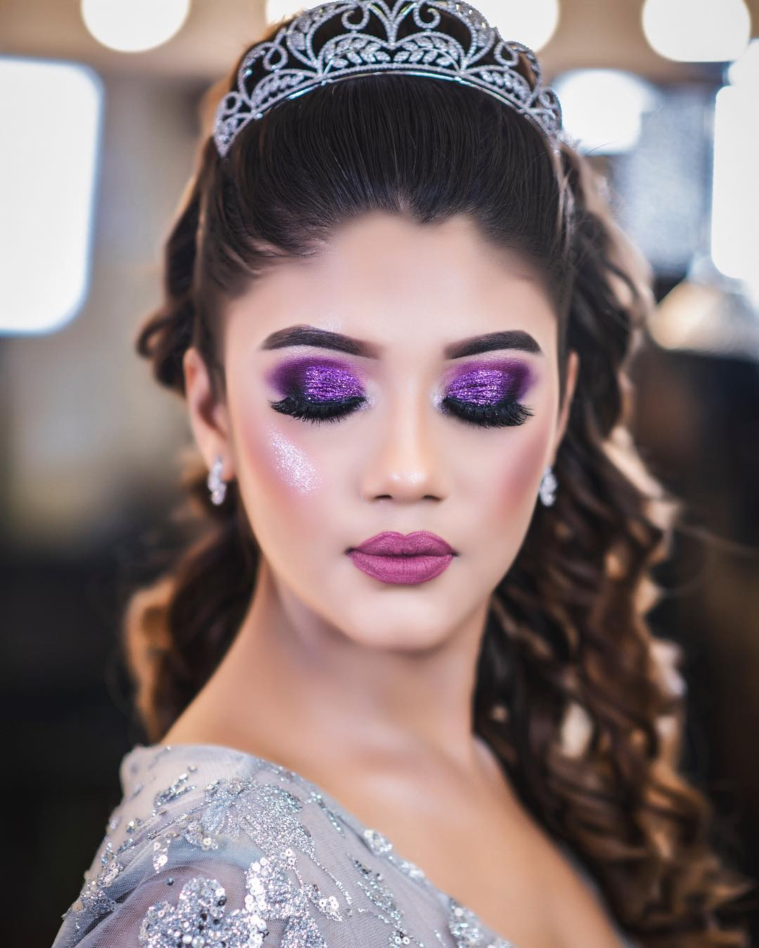 different trendy eyeshadow with glitter for beautiful future brides by Simmy Makeup