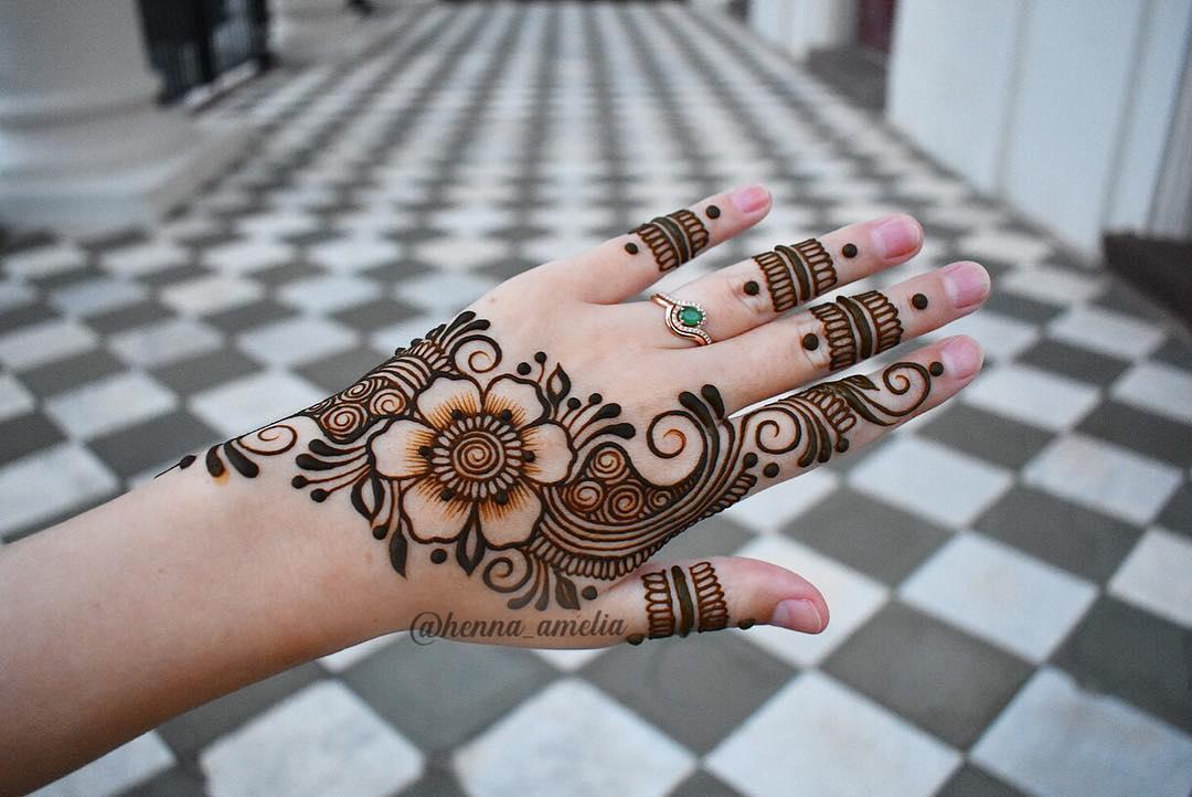 Traditional floral mehndi design
